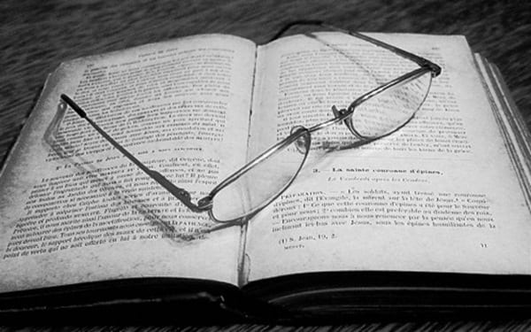 libro-y-gafas