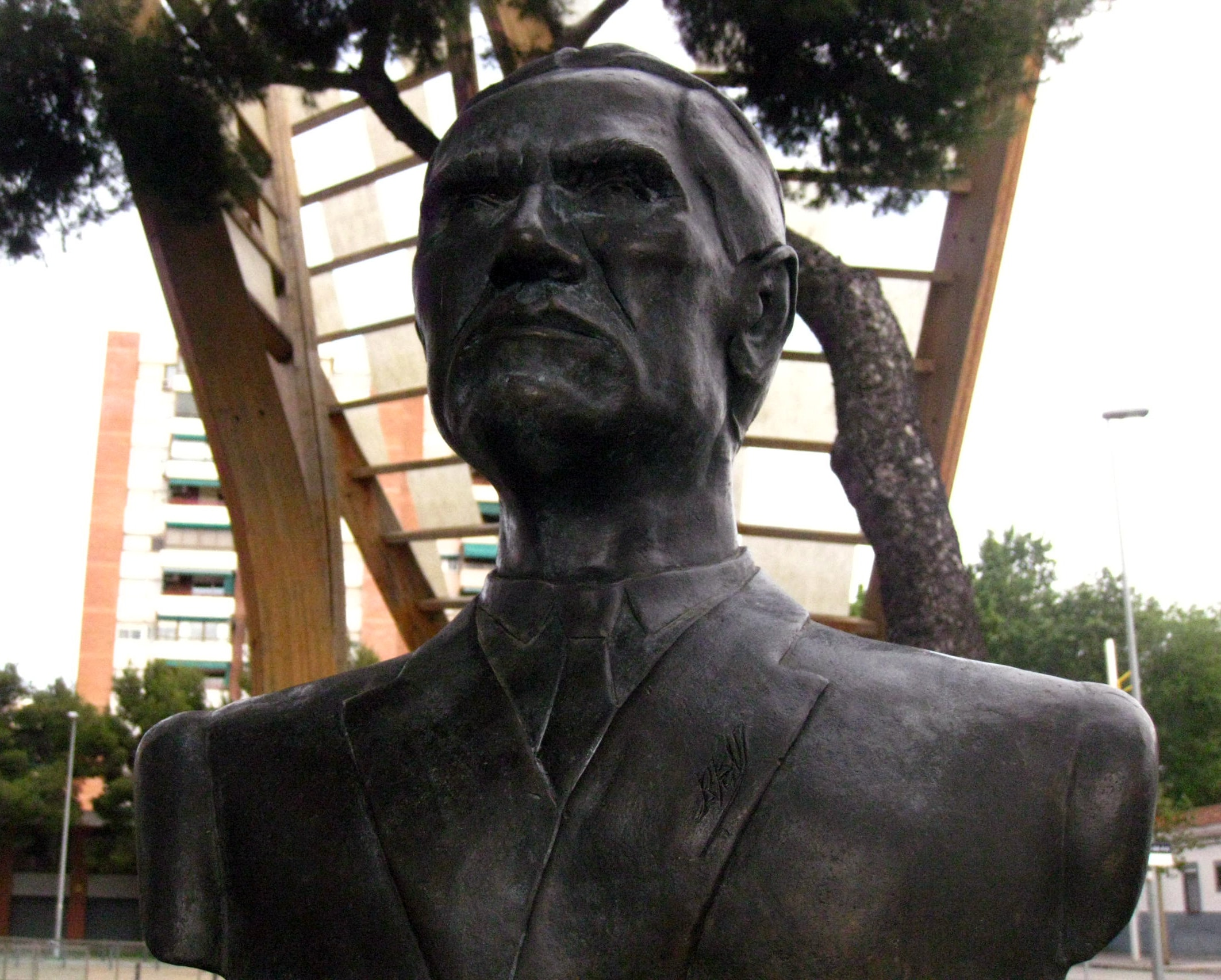 Monumento a César Vallejo