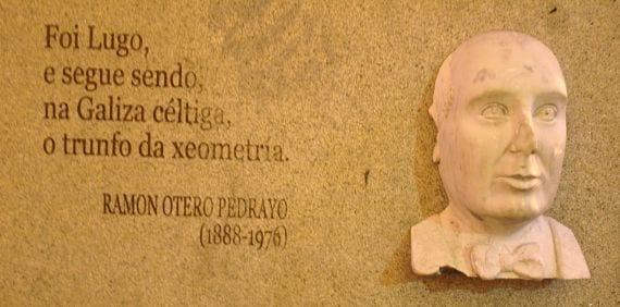 Monumento al genial escritor Otero Pedrayo