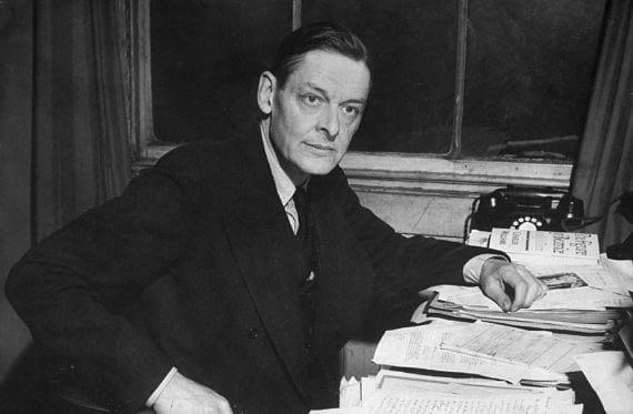 T.S Eliot en su despacho