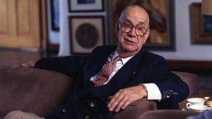 Camilo José Cela en un sillón