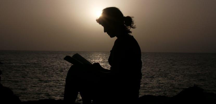 Chica leyendo