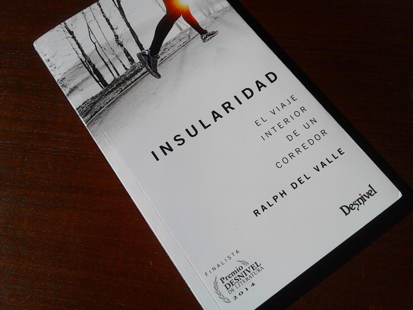 """Reseña: """"Insularidad, el viaje interior de un corredor"""", de Ralph del Valle"""