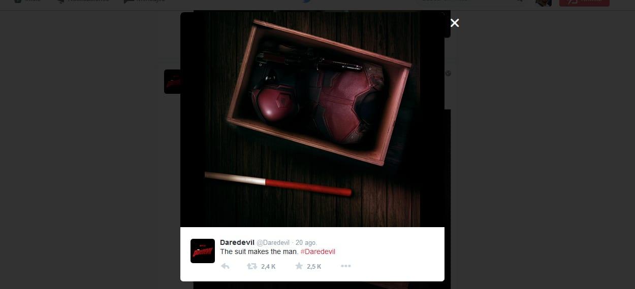 A cuentas con el traje de la serie de Daredevil.