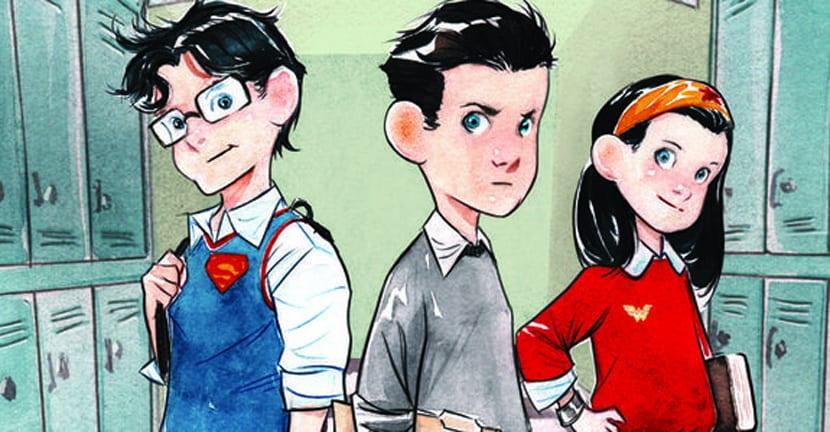 Superman, Batman y Wonder Woman de vuelta a la escuela.
