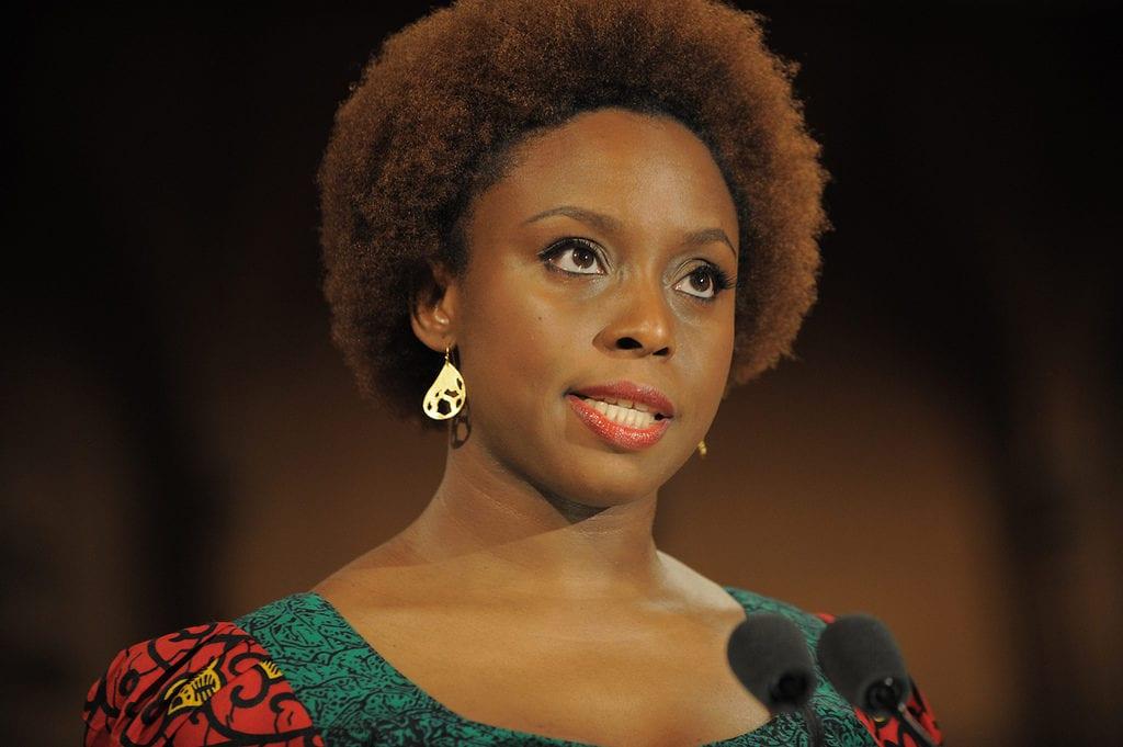 La autora nigeriana Chimamanda Ngozi Adichie.