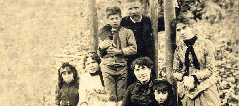 La familia de Rosalía de Castro al completo