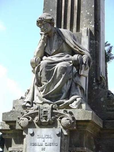 Estatua de Rosalía de Castro en Galicia