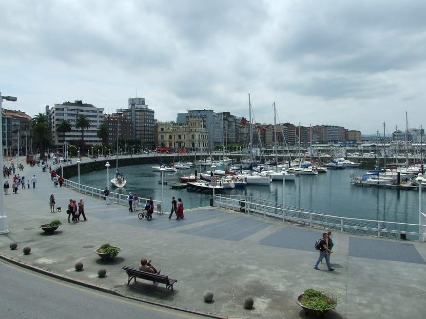 Gijón: Escenario privilegiado de Sonarás bajo las aguas y El asesino desconsolado.