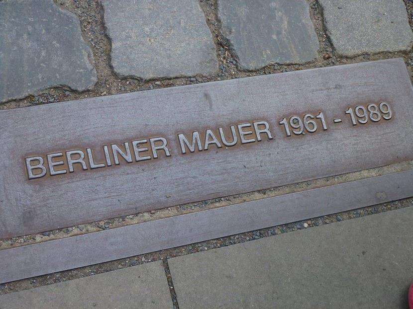 Phillip Kerr, un grande del género negro, se mete de lleno en las novelas de espías en la entrega número 11 de su famoso policía alemán: Bernie Gunther.