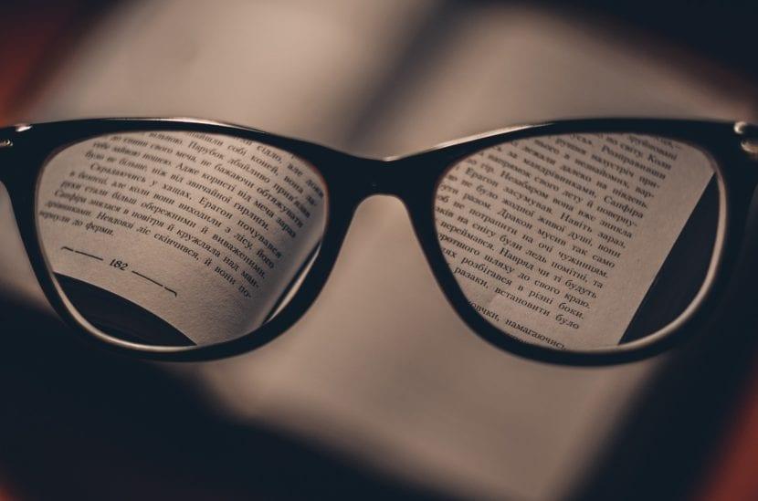 Acercar la literatura a las personas con dificultades lectoras, supone conocer las necesidades de cada problema y establecer distintos niveles de adaptación.