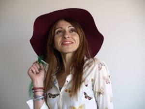 Rosa Valle, autora de la serie de novela negra protagonizada por Petunia Prado del Bosque, a la que presta su primer poemario.