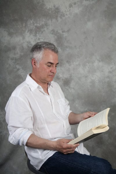Julio César Cano, de representante de artistas en la industria discográfica a éxito de ventas de novela negra.