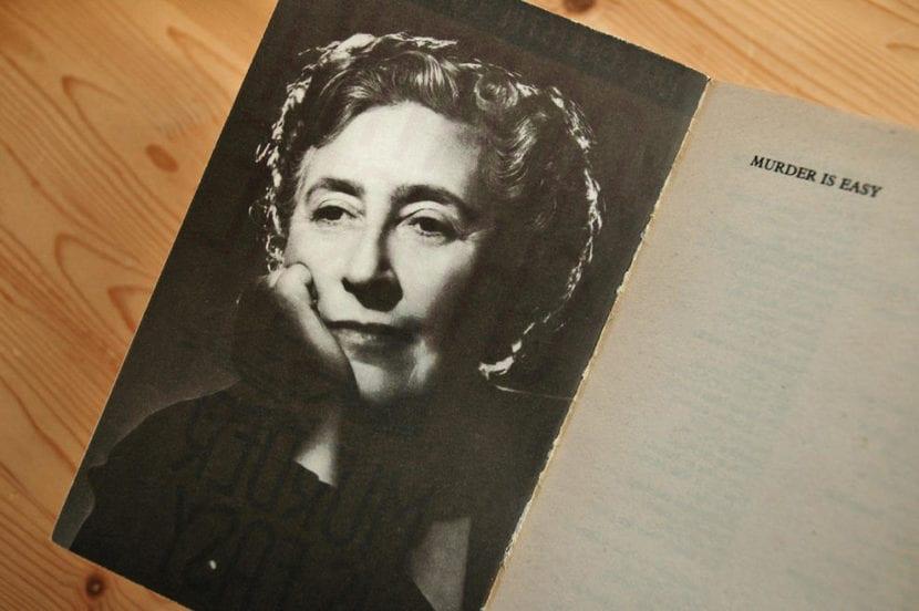 """Imagen de """"Murder is Easy"""", uno de los libros de Agatha Christie."""