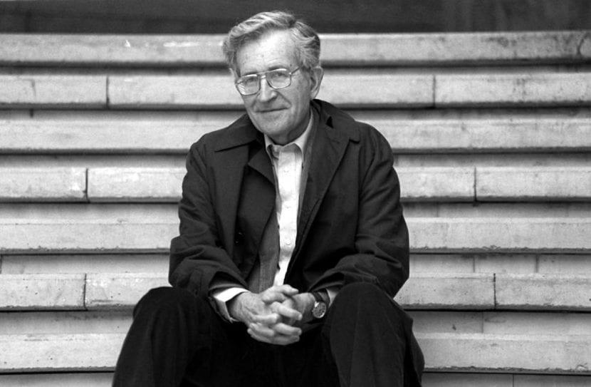 Escritor Noam Chomsky.