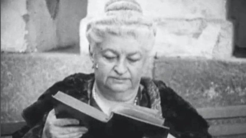 Emilia Pardo Bazán en una lectura.